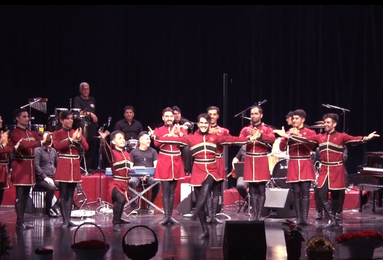 رقص-آذربایجانی-در-کنسرت